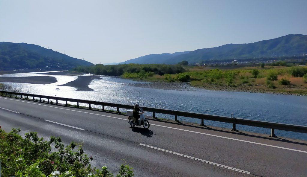 キラキラと輝く吉野川